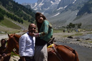 Give your spouse the best Honeymoon Gift. Travel Kashmir. Book your Kashmir tour and holiday packages from Jazzmin Travels.