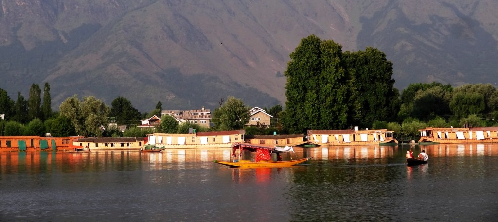 Best 5 Tourist Places to Visit in Kashmir for Honeymoon