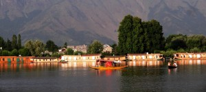 There are lots of benefits of Kashmir based tour operators to book Kashmir tour packages
