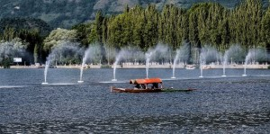 Shikara ride in Dal Lake with your loved ones is an amazing experience